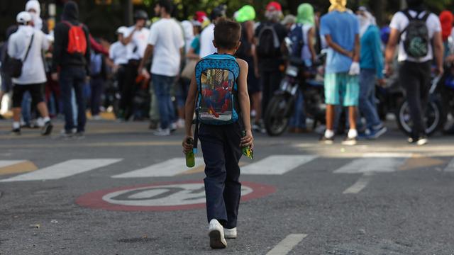 תומכים של מנהיג האופוזיציה ב ונצואלה חואן גוואידו ב הפגנה ב קראקס (צילום: MCT)