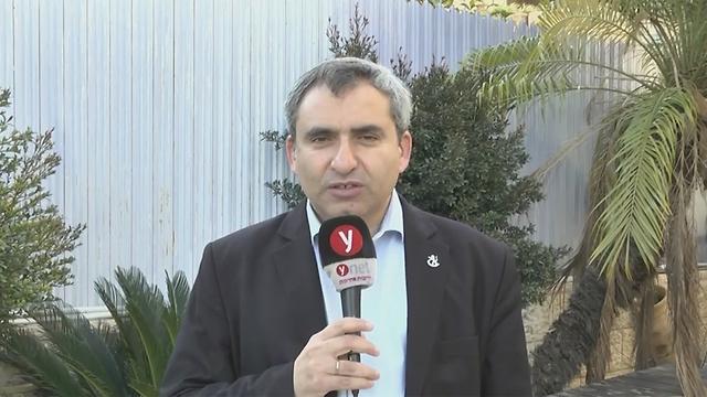 זאב אלקין בראיון לאולפן ynet (צילום: גיל יוחנן)