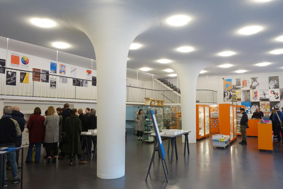 מרכז מבקרים וחנות בברלין הם פתרון זמני של העיר, בזמן שהארכיון הגדול דווקא סגור לשיפוצים (צילום: מיכאל יעקובסון)