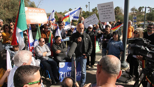 An Israeli Druze protest against the Nation State LAw outside the Netanyahu family home in Caesarea (Photo: Zohar Shachar)
