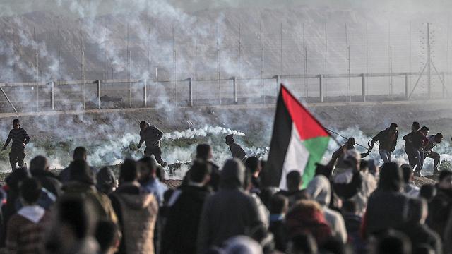 Palestinian protests along Gaza fence (Photo: EPA) (Photo: EPA)