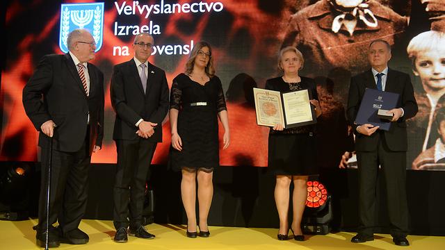 טקס הענקת אות חסידי אומות עולם בסלובקיה  (צילום: שגרירות ישראל בסלובקיה)