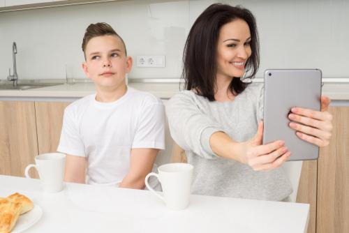 Прежде чем публиковать фото ребенка, спросите его разрешения. Фото: shutterstock