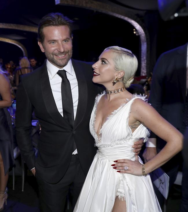 גאגא עם הקולגה בראדלי קופר - הרומן הבא? (AP)