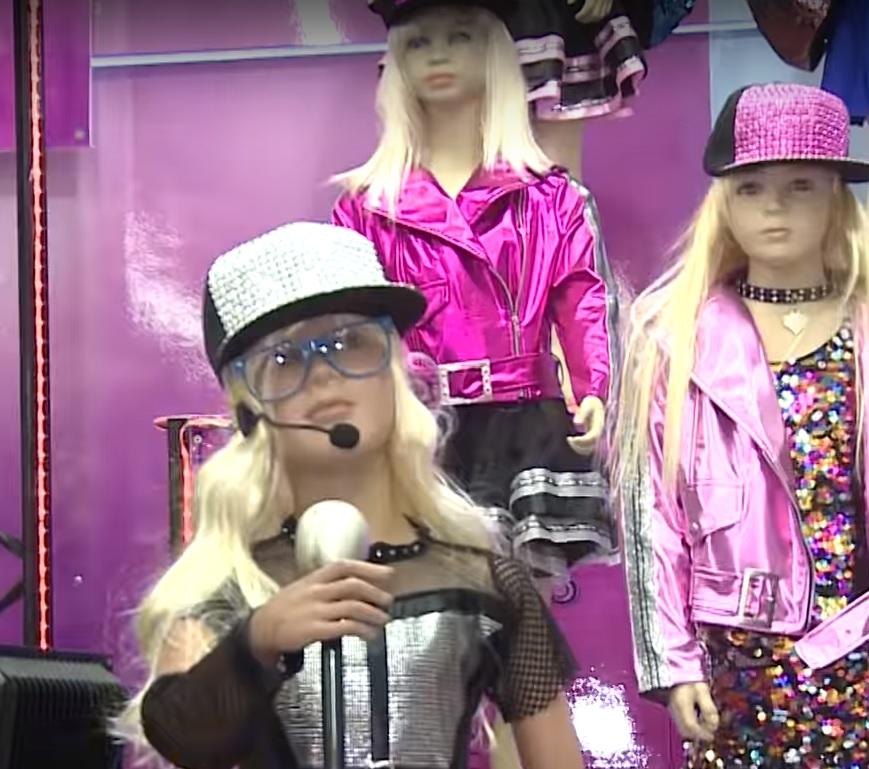 Костюмы в образе Ноа Кирель - самые модные в этом году. Фото: студия Шоши Зоар