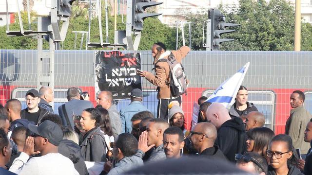 מחאת העדה האתיופית נגד אלימות המשטרה (צילום: מוטי קמחי)