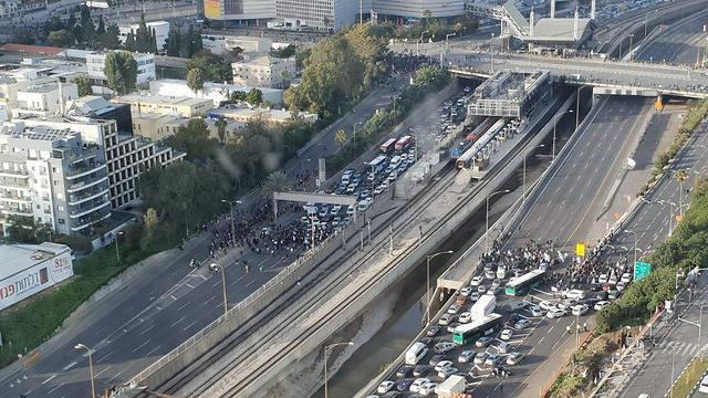 הפקקים בכביש אילון עקב מחאת העדה האתיופית נגד אלימות המשטרה ()