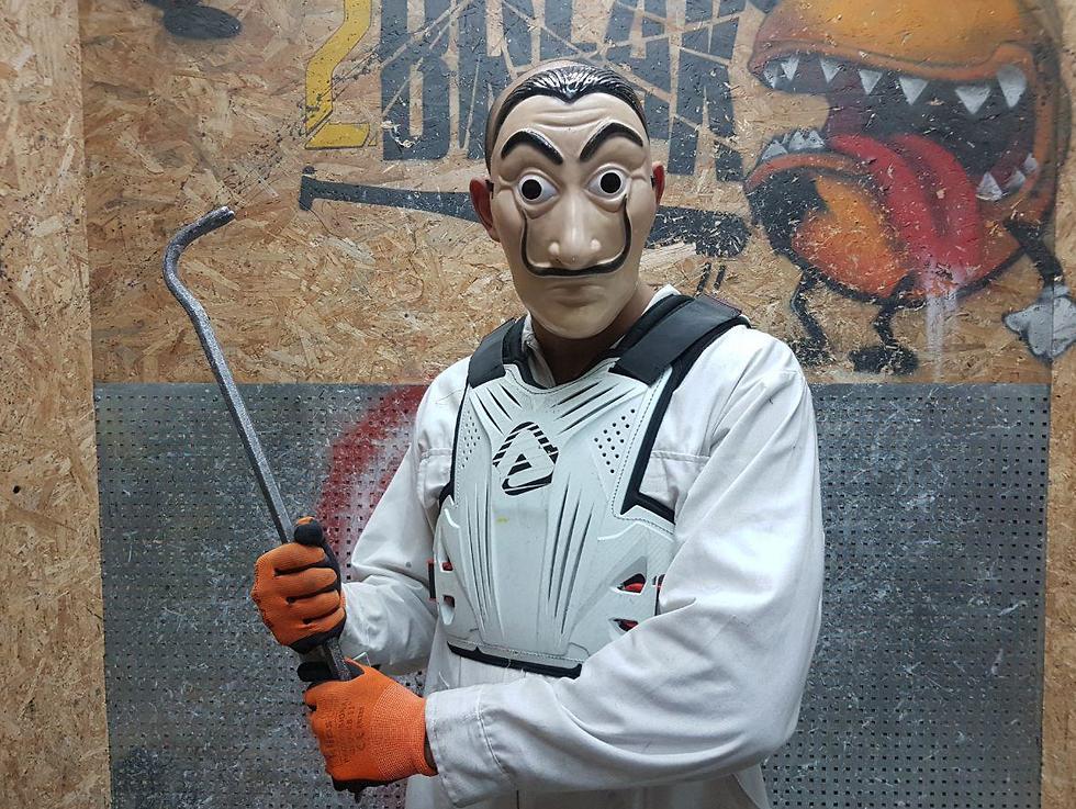 Таль Шимони, фотограф Ynet, в боевых доспехах вандала. Фото: Асаф Кемер