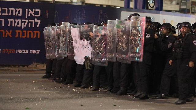 Riot police facing the protesters (Photo: Dana Kopel)