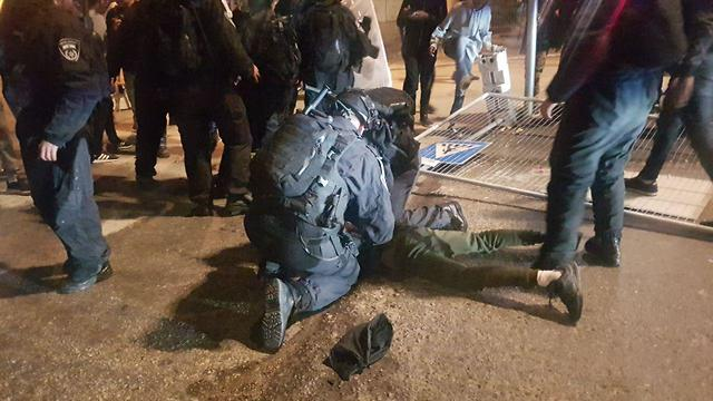 Police arrest one of the rioters (Photo: Itay Blumenthal)