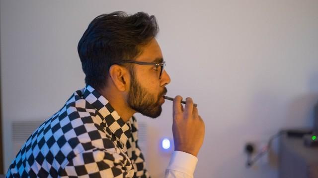 סיגריה אלקטרונית (צילום: shutterstock)