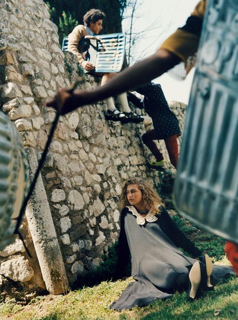 לובשת גוצ'י בצילומים באיטליה (צילום: scott trindle)