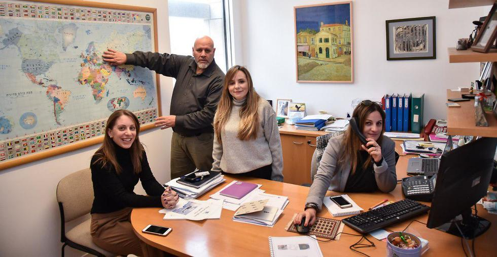 The Department for Israelis Abroad in the Consular Affairs Wing: the parents of Israeli backpackers (Photo: Foreign Ministry)