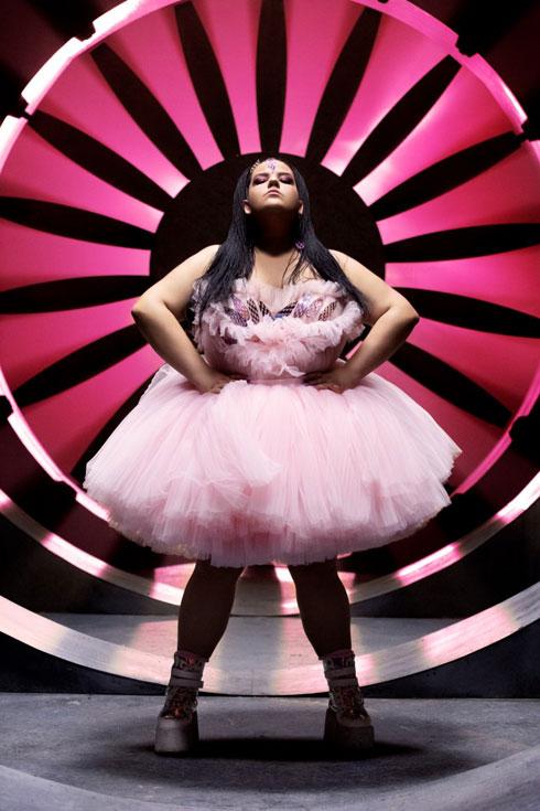 סבבה, בלי באסה: מה לובשת נטע ברזילי בקליפ החדש והצבעוני שלה. לחצו על התמונה לכתבה המלאה (צילום: דניאל קמינסקי)