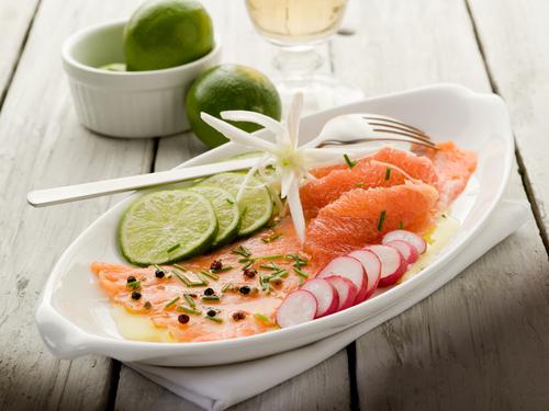 Карпаччо из рыбы с грейпфрутом. Фото: shutterstock