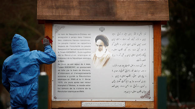 An information board written in French and Persian next to the entrance of the garden where Ayatollah Ruhollah Khomeini used to pray during his four month exile in Neauphle-le-Chateau