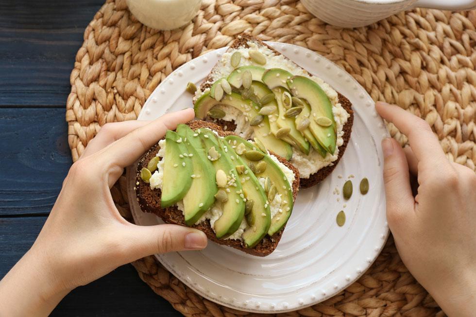 טעים לא רק על טוסט או בתוך סושי (צילום: Shutterstock)