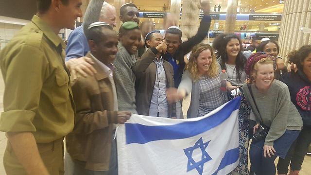 Встреча новых репатриантов из Эфиопии в аэропорту Бен-Гурион. Фото: Амир Алон