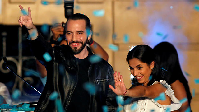 Nayib Bukele and his wife Gabriela celebrate after the first official presidential election results were released in San Salvador, February 3, 2019. (Photo: Reuters)