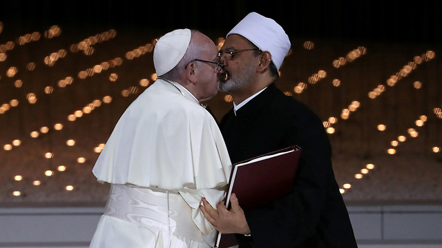 Pope Francis and Sheikh Ahmed Al Tayeb, the Grand Imam of Al Azhar, embrace during a meeting in the UAE (Photo: Reuters)