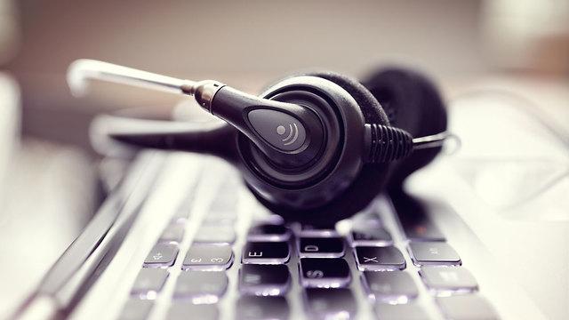 אילוס האזנות סתר (צילום: shutetrstock)