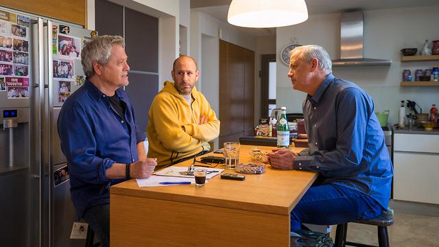 בני גנץ בראיון עם שלמה ארצי וחנוך דאום (צילום: תומריקו)