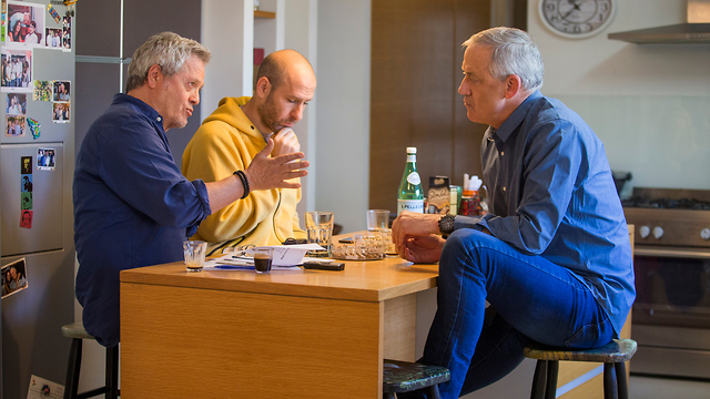 L-R: Shlomo Artzi, Hanoch Daum and Benny Gantz in conversation (Photo: Tomeriko) (Photo: Tomeriko)