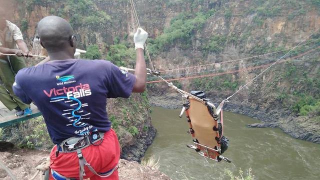 מאמצי חילוץ שבוצעו לאחר איתור גופתו של צעיר ישראלי שטבע באגם סמוך למפלי ויקטוריה בזימבבואה (צילום: pindula news)