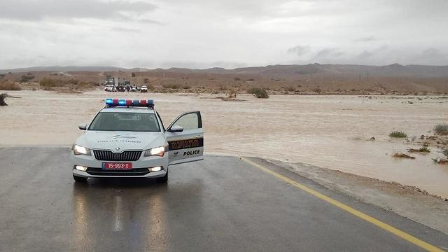 The police blocked road 40 and 90, two major highways in the Judean and Negev Deserts (Photo: Police Spokesperson)