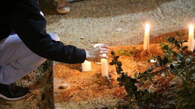 הדלקת נרות לזכרה של אורי אנסבכר (צילום: מוטי קמחי)