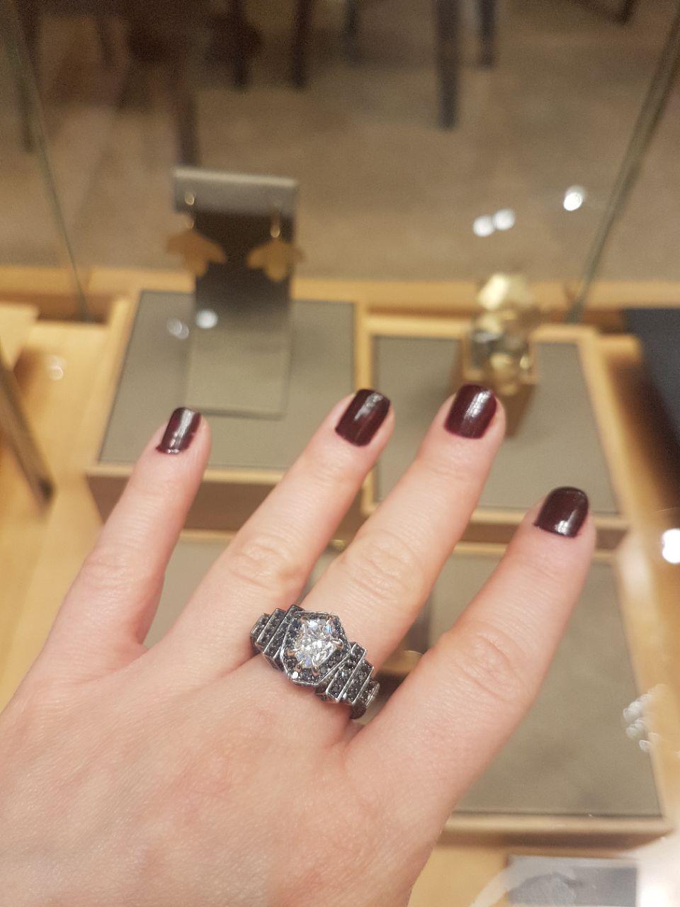כיתוב: תכשיטים יהלומים אלפיון עליון (צילום: חגי דקל)