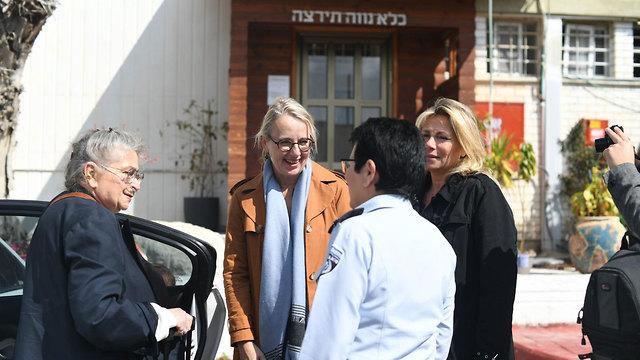 Nechama Rivlin visit Neve Tirza women's prison