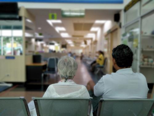 Очереди в поликлиниках и амбулаториях постоянно растут. Фото: shutterstock