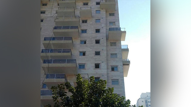 בניין בפתח תקוה דירה נמסרה באיחור ()