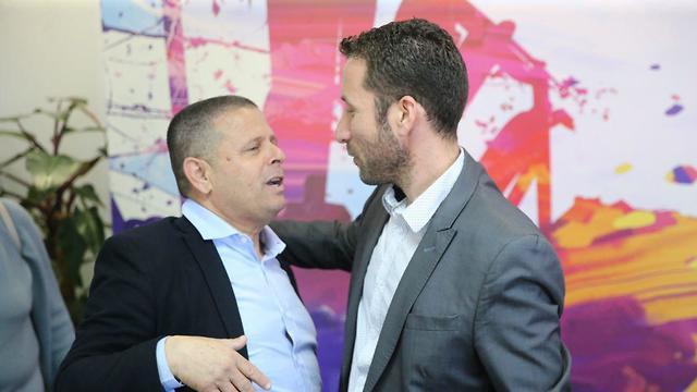 איציק שמולי ו איתן כבל ועידת מפלגה בחירות 2019 (צילום: מוטי קמחי)