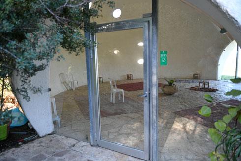 דלת הכניסה (צילום: חורחה נובמינסקי)