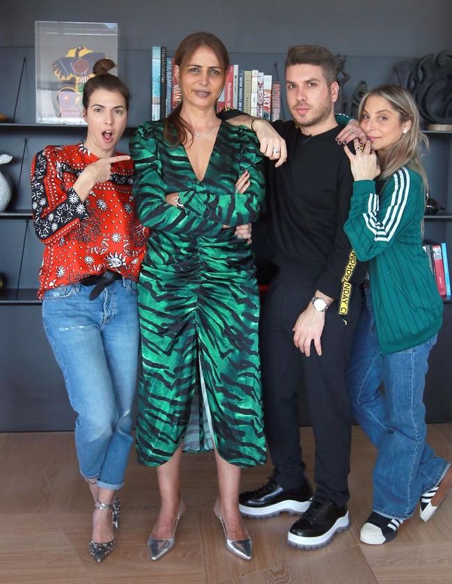 """באנו לעזרת סלב. הסטייליסטית אלונה רחמים, מגיש """"שיק או שוק"""" יוני פרוים ועורכת האופנה של """"גו סטייל"""" טל אלבלנסי-פרבר (צילום: ענת מוסברג)"""