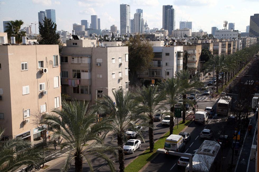 7 בניינים בני 4 קומות עומדים בניצב לרחוב אבן גבירול, בקטע שבין פנקס ליהודה המכבי, וביניהם חצרות גדולות (צילום: יריב כץ)