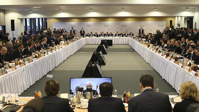 מליאת וועידת ורשה לשלום וביטחון (צילום: AP)