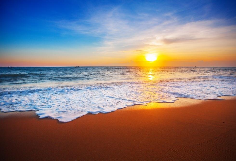 שקיעה בחוף הים (צילום: shutterstock)
