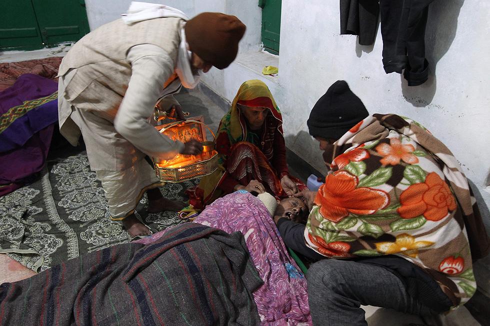 ורנאסי הודו בית גאולה מלון ל הינדים שעומדים למות (צילום: AFP)