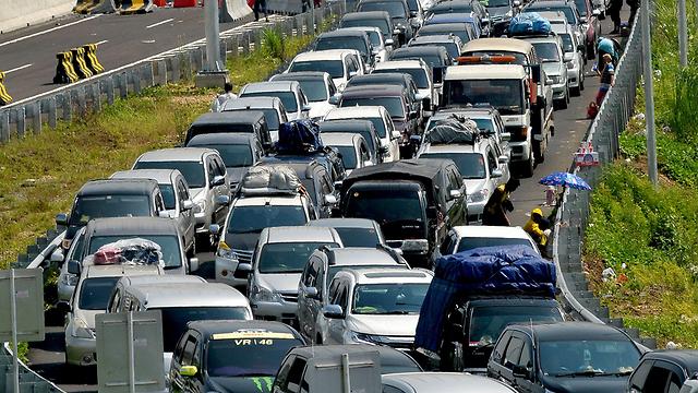 פקק תנועה (צילום: AFP)