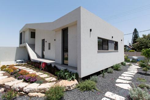 האלכסונים של המבנה יוצרים אקספרסיביות צורנית (צילום: שירן כרמל)