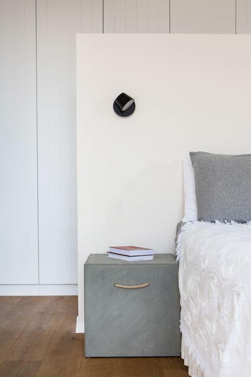 לקיר הנמוך שבגב המיטה (צילום: שירן כרמל)