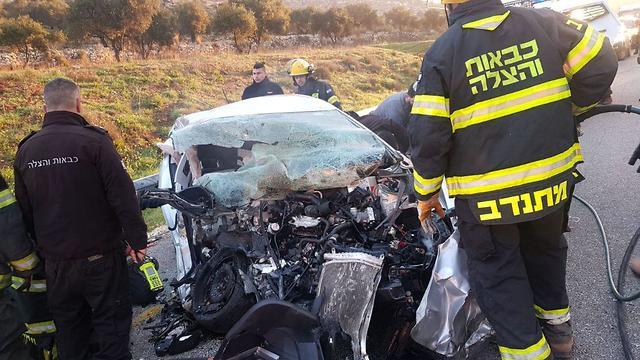 תאונה בין רכב למשאית סמוך ליישוב עלי  (צילום: הצלה ללא גבולות )