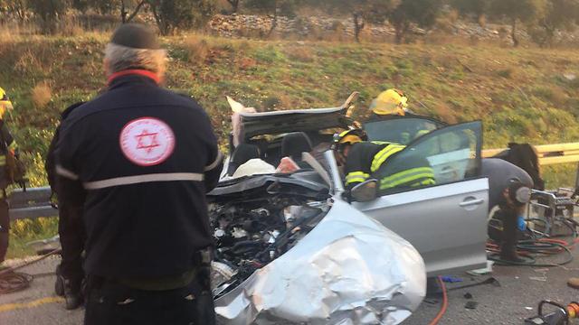 הרוגים בתאונת דרכים בין משאית לרכב על כביש 60 ליד עלי שבבנימין (צילום: דוברות המשטרה מחוז ש