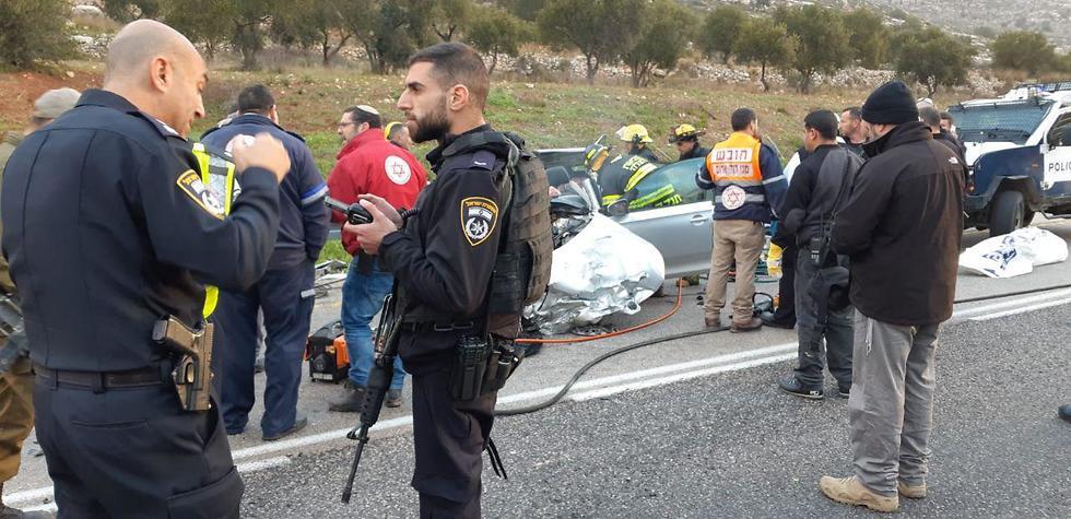 הרוגים בתאונת דרכים בין משאית לרכב על כביש 60 ליד עלי שבבנימין (צילום: תיעוד מבצעי מד