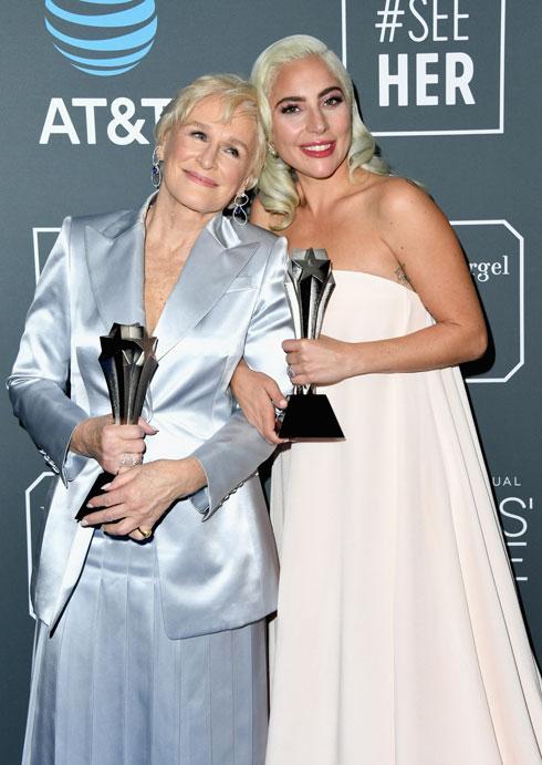 עם ליידי גאגא בטקס פרסי בחירת המבקרים (צילום: Jon Kopaloff/GettyimagesIL)