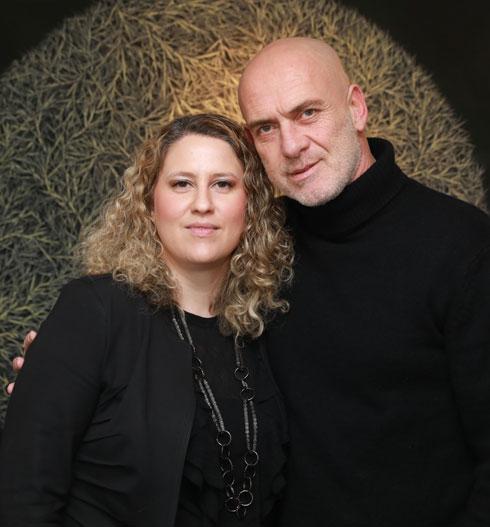 הגיע הזמן לקנות כחול-לבן. מוטי רייף ונעמה קאופמן (צילום: לנס הפקות)