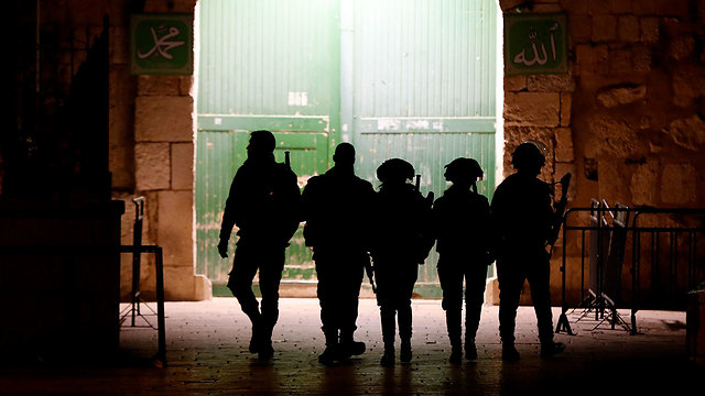 Border Police at Temple Mount (Photo: AFP)